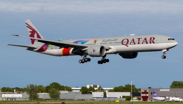 Qatar Airways despide a un piloto y además le exige 162 mil dólares