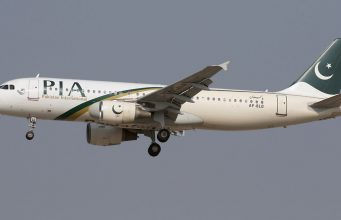 Avión de Pakistan International Airlines cae en zona residencial
