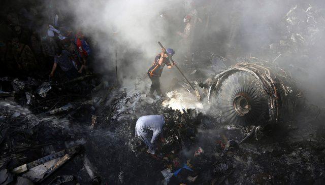 Autoridad de aviación paquistaní dice que piloto de PIA ignoró al control de tráfico aéreo